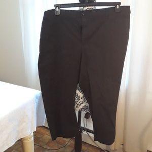 Bandolino Maureen black capri pants